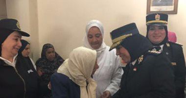 بالصور.. ضابطات العنف ضد المرأة يشاركن فى احتفال عيد الأم بدار للمسنات