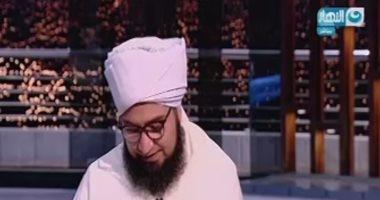 بالفيديو.. الحبيب على الجفرى يحبس دموعه على الهواء أثناء حديثه عن أمه