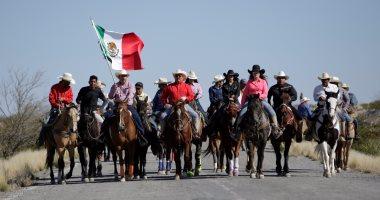بالصور.. مسيرة بالخيول لرعاة البقر فى المكسيك