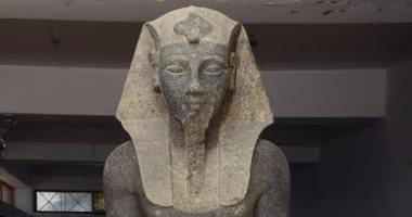 """شاهد نقل تمثال الملك""""أمنحتب الثالث""""من الأقصر للمتحف الكبير بالعاصمة"""
