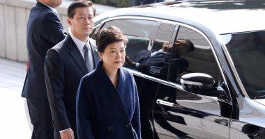 بالصور.. الرئيسة الكورية الجنوبية المعزولة تصل مكتب ممثلى الإدعاء وسط تجمع لأنصارها