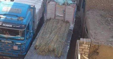 مرور السيارات الثقيلة بشوارع قرية الرحمانية فى المنيا يهدد المنازل بالانهيار