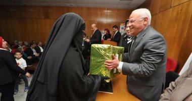 """بالصور.. محافظ بورسعيد يكرم الامهات المثاليات فى احتفال مبادرة """"صنع فى مصر """""""