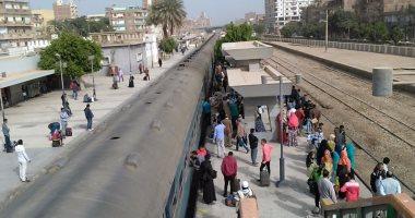 تعطل حركة القطارات فى محطة طهطا