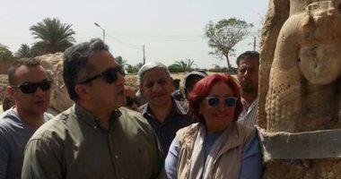 الدكتور خالد العنانى وزير الآثار يتفقد تمثال امنحتب الثالث