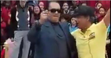 بالفيديو..إذا كان المدير بالفناء راقصا..يعطل الدراسة ويرقص مهرجانات بالمعادى