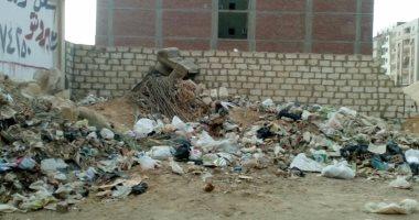 بالصور.. قارئ يشكو من انتشار القمامة بالهضبة الوسطى فى المقطم