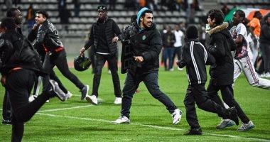 الجماهير تقتحم ملعب مباراة السنغال وكوت ديفوار