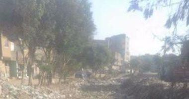 """أهالى """"كفر الجبل"""" بالجيزة يطالبون بتغطية رشاح أبو عوض الممتلئ بالقمامة"""