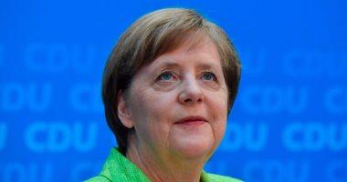 ميركل: من الممكن للاجئين سد النقص فى سوق العماله المتخصصه بألمانيا
