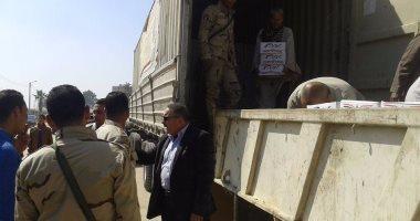 بالصور .. توزيع 4 آلاف كرتونة مواد غذائية من القوات المسلحة بالمنيا