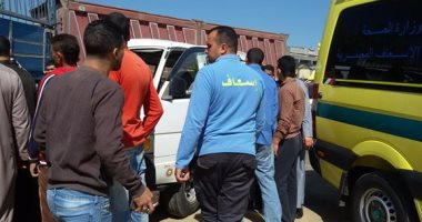 مصرع 4 أشخاص وإصابة 5 فى حادث تصادم سيارة ميكروباص ومقطورة بطريق أسيوط الصحراوى