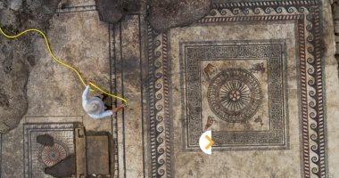 علماء آثار إسرائيليون يكشفون قطعة فسيفساء عمرها 1500 سنة