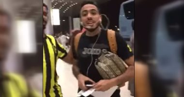 """بالفيديو.. لحظة اعتداء """"كهربا"""" على مشجع سعودى بمطار الملك خالد"""