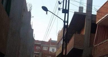 قارئ بالقليوبية يطالب بنقل عمود كهرباء من منتصف الطريق