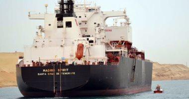 مميش: عبور 44 سفينة قناة السويس بحمولة 2.7 مليون طن