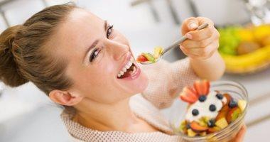 بالصور..5 عادات خاطئة تمارسها بعد تناول الطعام مباشرة..تعرف عليها