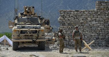 إصابة 4 جنود أمريكيين فى تفجير انتحارى بجنوب أفغانستان -