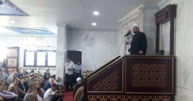 بالفيديو والصور.. وزير الأوقاف يؤم المصلين فى نادى الزمالك