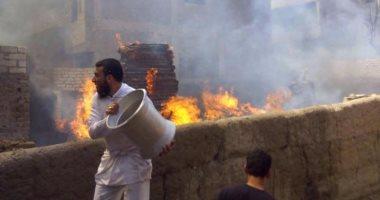 بالفيديو.. قراء يشاركون بصور جديدة لحريق مخزن أخشاب فى القرين بالشرقية