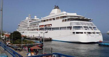 """بالصور.. ميناء بورسعيد يستقبل السفينة """"silver whisper وعلى متنها 740 سائحا"""