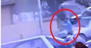 """بالفيديو.. مواطن سرقت سيارته بالمهندسين: """"فيها علاج نادر لطفلة رضيعة"""""""