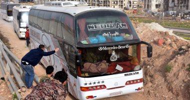 بالصور.. استئناف عمليات إجلاء سكان بلدات سورية محاصرة بعد توقف 48 ساعة