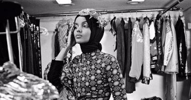 94b5c47b3 بالصور.. حليمة عدن أول عارضة أزياء عالمية محجبة بطلة أحدث أعداد مجلة ...