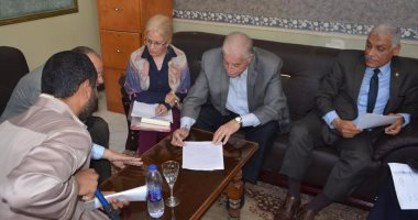 محافظ جنوب سيناء يلتقى عددا من المواطنين لحل مشاكلهم