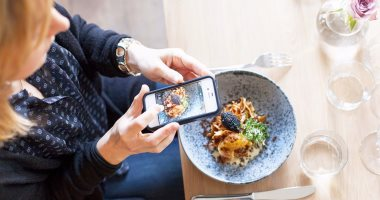 دراسة: الانستجرام قد يساعدك على تناول طعام صحى