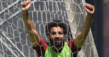 """محمد صلاح يرد على التهديد بالقتل بصورة له """"داخل الشباك"""""""