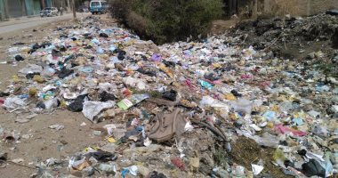"""بالصور.. القمامة تحاصر أهالى شارع الصرف بسوهاج.. وقارئ: """"تعبنا من الشكاوى"""""""