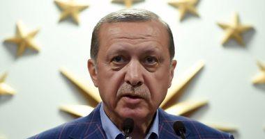 بالفيديو.. أردوغان يشاهد أمن سفارة تركيا بواشنطن يعتدى بالضرب على محتجين