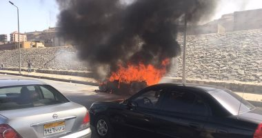 تفحم سيارة مواطن أمام منزله بالمنوفية والحماية المدنية تسيطر على الحريق