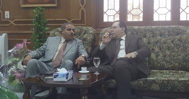 القائم بأعمال رئيس جامعة الأزهر المستقيل يهنئ