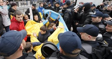 احتفالات النصر فى أوكرانيا تتحول لمعارك دامية والشرطة تعتقل 45 شخصًا