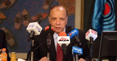 محافظ القاهرة يكرم أمين عام الإدارة المحلية السابق