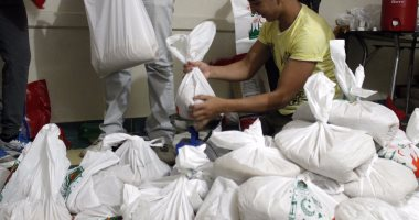بالصور.. منظمات المجتمع المدنى تجهز شنط رمضان لتوزيعها على فقراء بالإسماعيلية