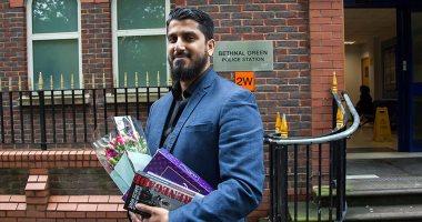 بريطانيا تعتقل شابا مسلما لرفضه الكشف عن كلمات سر أجهزته الذكية
