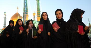 بالصور.. مشاركة نسائية كبيرة فى الانتخابات الإيرانية