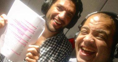"""شاهد.. حسن الرداد وشريف باهر أثناء تسجيل المسلسل الإذاعى """"صورة سيلفى"""""""