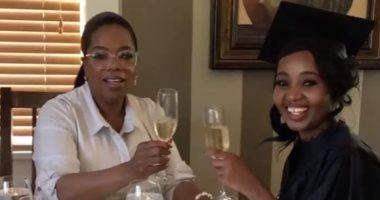 """بالفيديو.. أوبرا وينفرى تشرب """"الشمبانيا"""" مع ابنتها """"فى صحة التخرّج"""""""