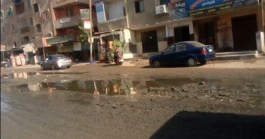بالصور.. أهالى قرية طموه يستغيثون بمحافظ الجيزة.. الشوارع تغرق فى مياه الصرف