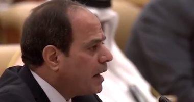 بالفيديو..الرئيس السيسى يصل مسجد محمد كريم بالإسكندرية لأداء صلاة العيد