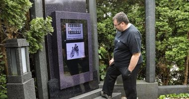 بالصور.. أول قبر ذكى فى العالم مزود بشاشة 48 بوصة لعرض الأفلام والفيديوهات