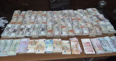 ضبط راكب بالمطار حاول تهريب 580 ألف جنيه مصرى أثناء سفره إلى جدة