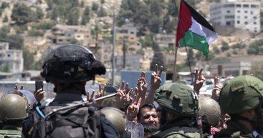 """قوات الاحتلال تحاصر مدينة """"الخليل"""" بالحواجز وكاميرات مراقبة حديثة"""