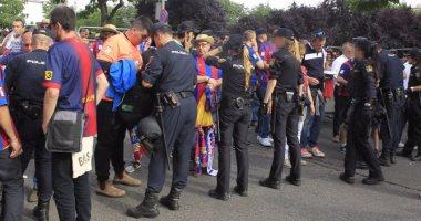 الشرطة تحاصر المركز الرياضى المخصص لتصويت رئيس كاتالونيا فى الاستفتاء