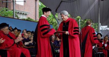 بالصور.. مارك زوكربيرج يحتفل بتخرجه ويشكر جامعة هارفارد