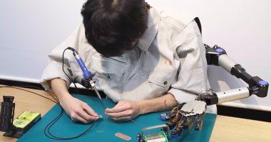 بالفيديو .. باحثون يطورون أذرع روبوتية جديدة يمكن التحكم بها بالقدم
